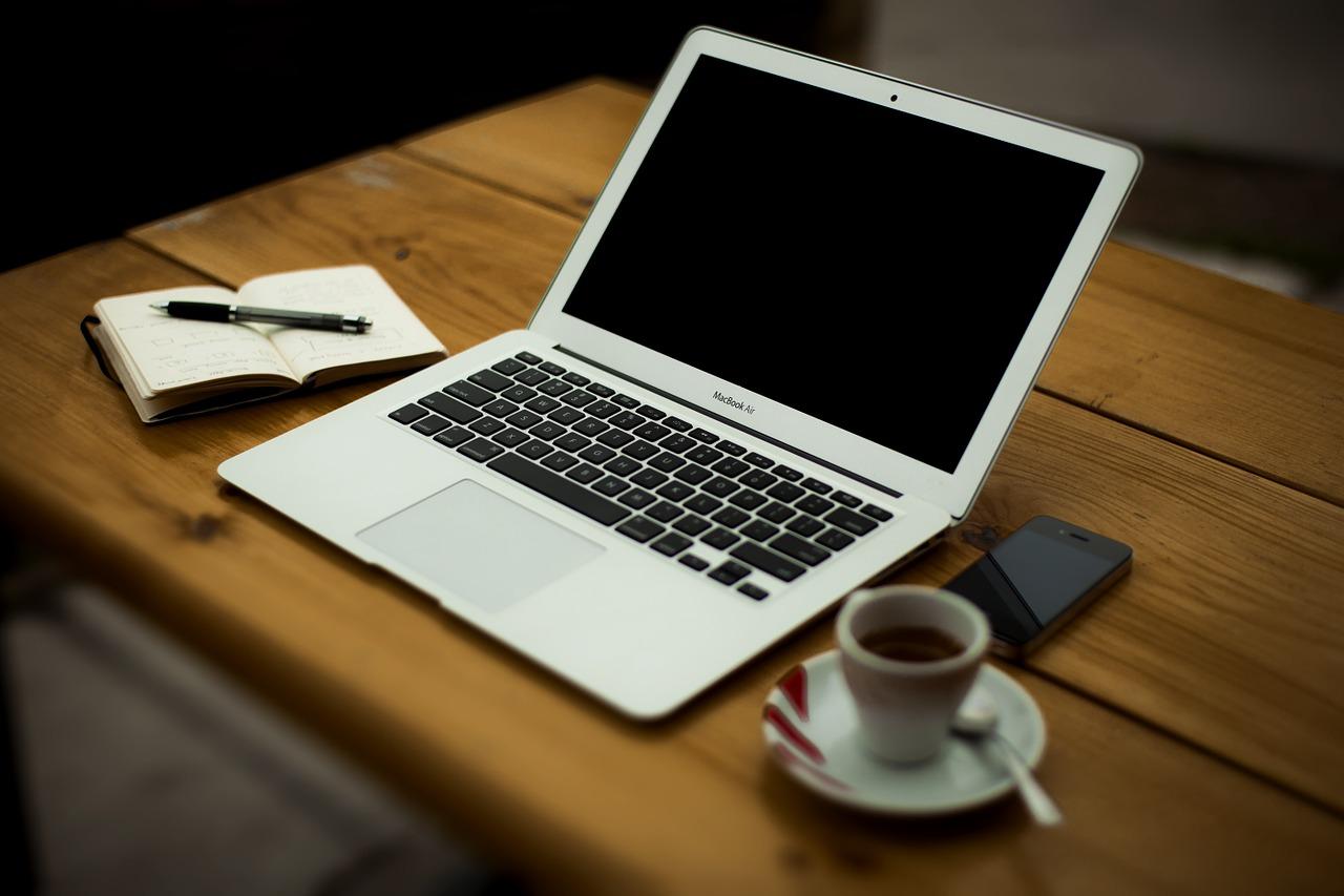 いきなりMacBook Proの電源落ちる!焦るも原因はバッテリー交換時期